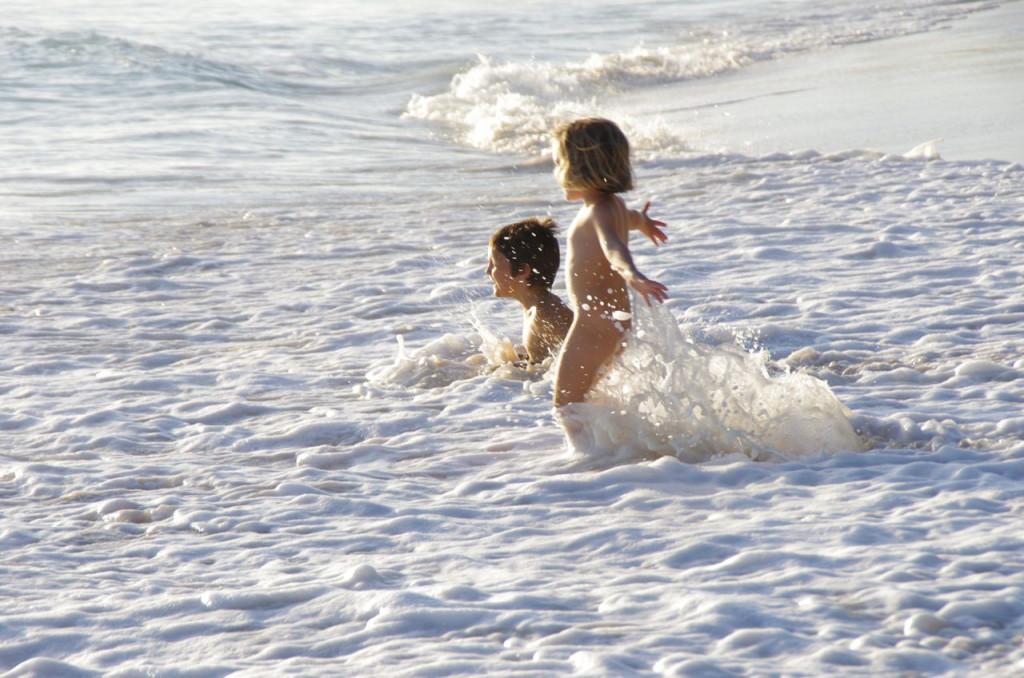 olas en la orilla